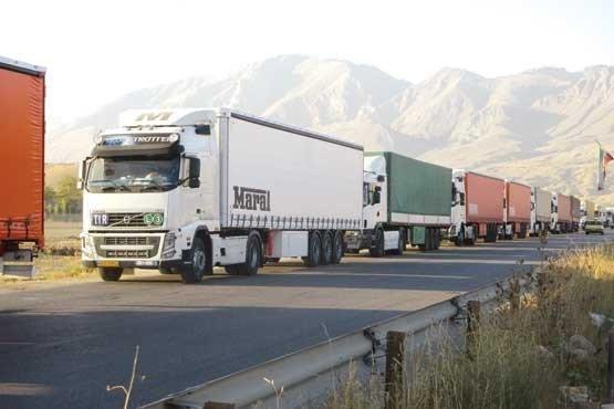 ممنوعیت توقف وسایل نقلیه فوق سنگین در حاشیه راهها بدون رعایت نکات ایمنی